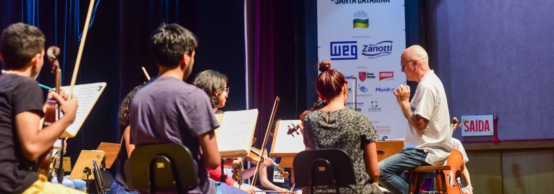 (Português) Uma semana para montar duas óperas